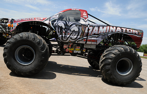 Themonsterblog Com We Know Monster Trucks Hall Brothers Monster Truck Bodies For Sale